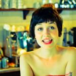 「店員の笑顔」ではなく、「店員の裸」が0円の無添加カフェ。