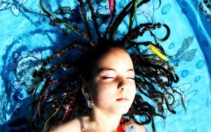 娘に「男を見る目」を養わせるには、娘の髪を束ねよ!