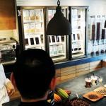 """Bean to Bar""チョコレート「ミニマル」が銀座に『チョコ・スタンド』をオープン"
