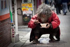「ホームレスを見捨てる日本政府」と「ホームレスに家を与えるアメリカ政府」