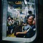 「優先席=気まずいゾーン」。約60%の現代人が「電車で席を譲らない」と答えた理由