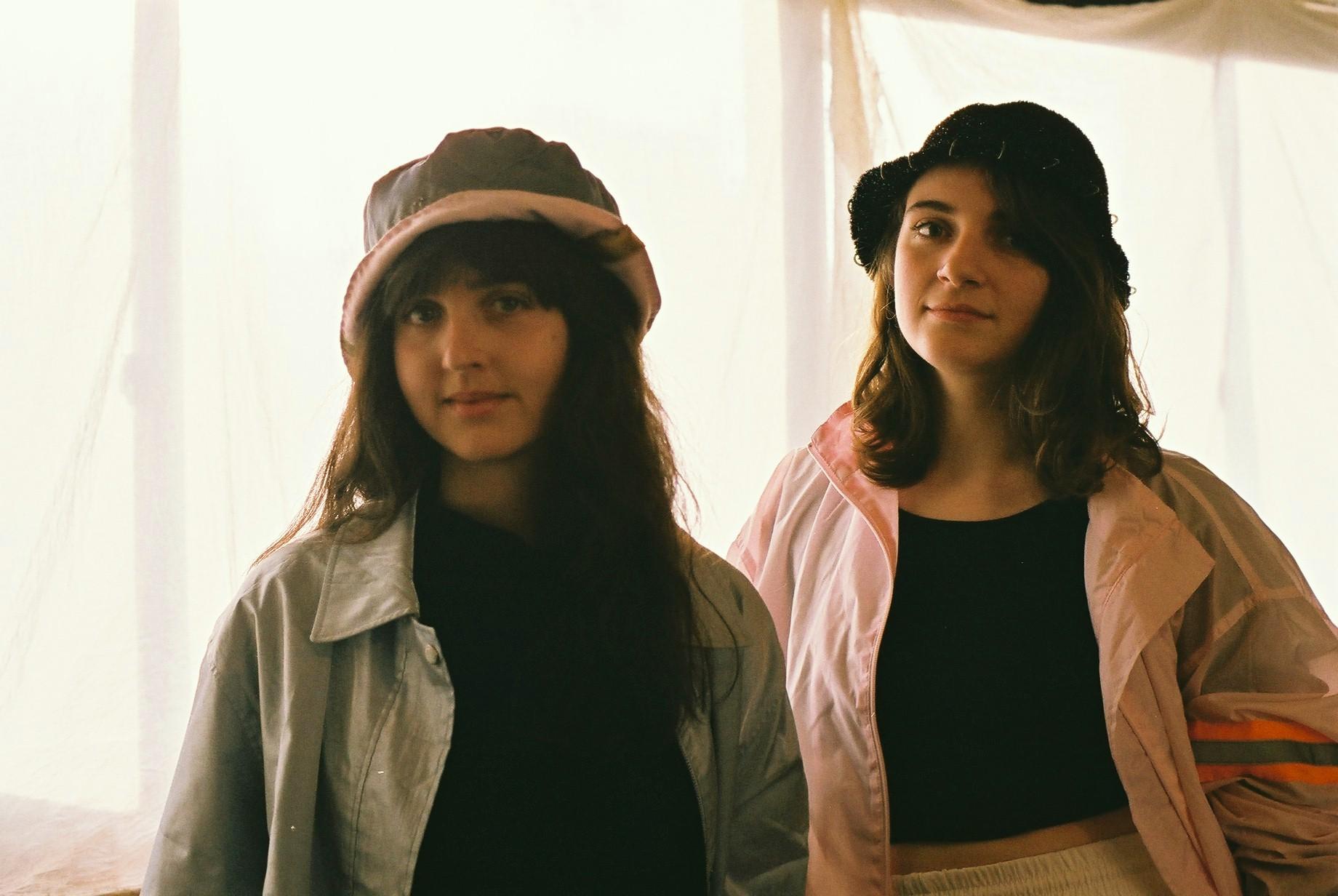 (Photo by 左:エラ 、右:ドロシー)
