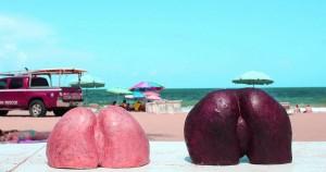 ゲリラで「女性のおしり」が米フロリダ州マイアミの街中に大量発生している理由。