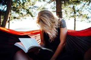 SNSとテレビをやめれば「年間1000冊」の本が読めることが判明。