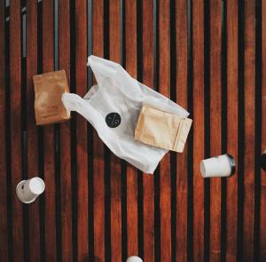 プラスチックはもう要らない。人間や動物が「食べても死なないレジ袋」登場