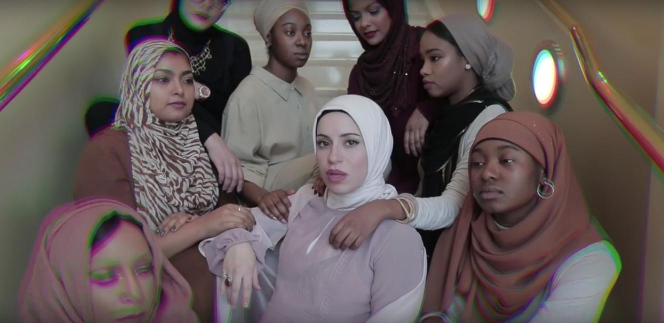 """ムスリム女性特有の苦悩」を訴えるために韻を踏む""""ヒジャービー ..."""