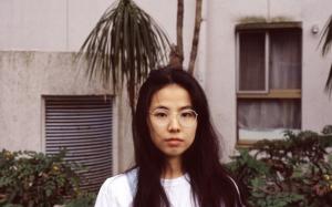 """「メイクはマナー」という日本社会の""""理不尽な常識""""に反抗する日本人女性たち。"""