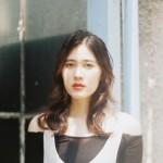 「日本に必要なのは美の多様性」。元モデル、現写真家の22歳の彼女が「美の基準」に一石を投じる理由。
