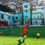 """「無邪気に走って、無意識に発電」。""""ヒト発電""""を可能にしたサッカースタジアムがブラジルのスラムを救う"""