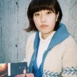 1993年生まれが、世代をつなぐ。24歳の写真家、小林真梨子が「普通を疑う同い年」をかき集めた意図
